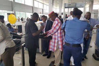 [MEDIA STUNT] Amaechi at the Airport (PHOTOS)