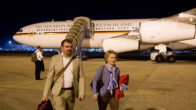 [VIDEO] German Defence Minister Stranded in Nigeria