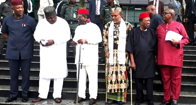 [BREAKING] #IPOB Leader Nnamdi Kanu meets with South-East Governors at the Government House, Enugu (VIDEO)