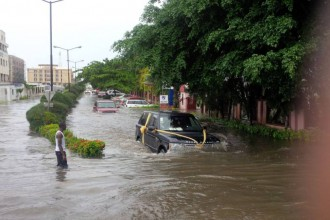 [PHOTO NEWS] VGC Flooded,Cars swim as Lagos experiences Downpour