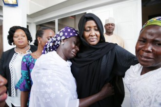 "[PHOTO NEWS] 1st Lady Aisha Buhari, Mrs Osinbajo & Chibok Girls Parents shed tears in an ""Emotional Meeting"""