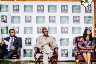 [PHOTO NEWS] Buhari meets young Nigerians in Washington D.C