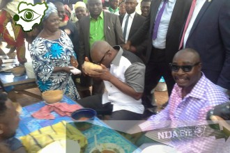 [PHOTO NEWS] Ekiti State Governor,Ayo Fayose Chilling in a Palm Wine Bar