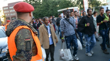 4,000 soldiers on alert as 40,000 refugees expected