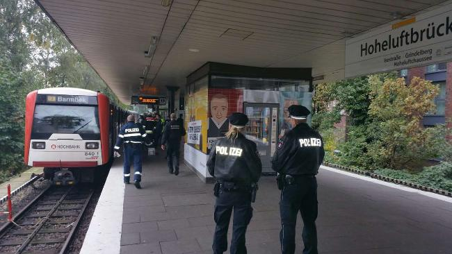 [BREAKING] Mother pushes her 11 year old son into the Train in Hamburg