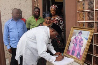 [PHOTO NEWS] Former President Jonathan pays condolence visit to Dr Eruani family