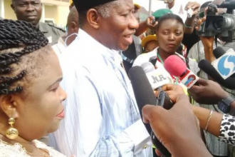 [#BayelsaDecides] Card Reader embarrasses Jonathan Again
