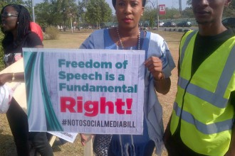 [PHOTO NEWS] #MarchOnNASS Nigerians protest Outside National Assembly