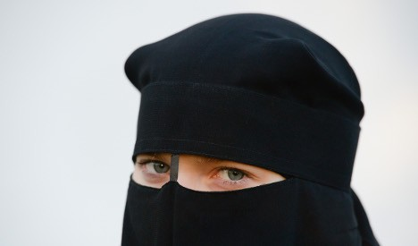 [GERMANY] Bank ejects Muslim woman over full-face veil