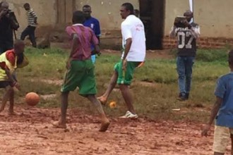 [PHOTO NEWS] Kanu Nwankwo visits Heart hospital in Uganda,displays his Skills