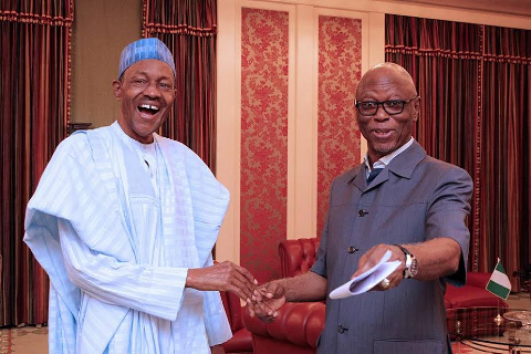 [PHOTO NEWS] Buhari welcomes APC National chairman, Oyegun to Aso Rock