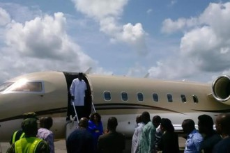 [PHOTO NEWS] Former President Jonathan & wife arrives Port Harcourt en route to Bayelsa