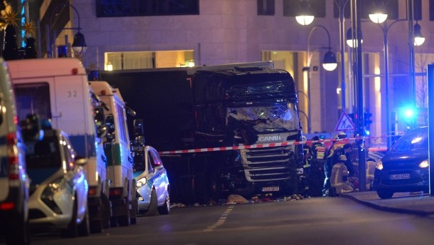 [BREAKING] Truck Driver runs into Christmas Market in Berlin Germany (VIDEO+PHOTOS)