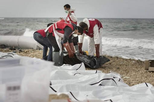[PHOTOS] Bodies of Europe-bound African migrants wash ashore in Libya