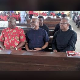 [VIDEO] Senator #Abaribe pays tribute to #IPOB Leader Nnamdi #Kanu's parents during the funeral in #Umuahia