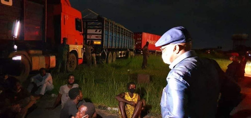 [BREAKING] Gov #Wike arrests 14 #Fulani #Herdsmen hidden in trailer conveying #cows from the #North into #Rivers State (PHOTOS)