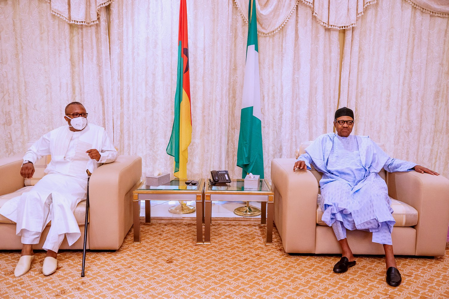 [BREAKING] #Buhari receives #Madagascar #Corona #Drug