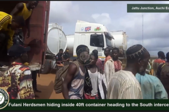 [VIDEO] #Fulani #Herdsmen hiding inside 40ft container heading to the #South intercepted at #Jattu Junction in #Auchi #Edo State